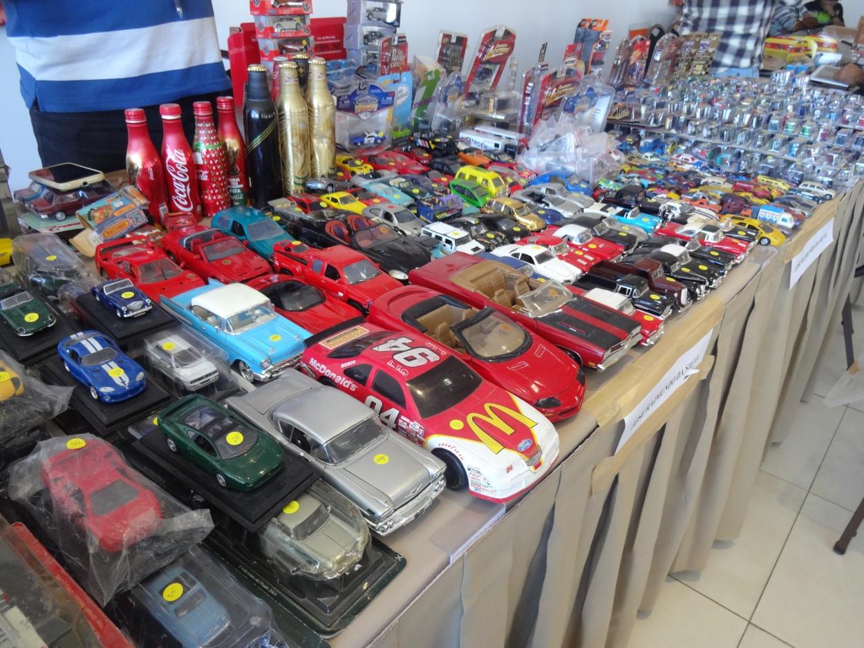 Encontro reúne colecionadores de todo o país para comercializar objetos em Fortaleza