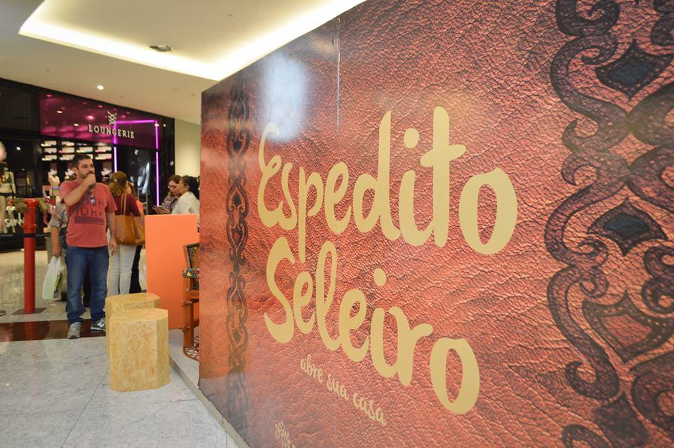 Exposição de Espedito Seleiro mostra intimidades do artesão cearense longe da fama