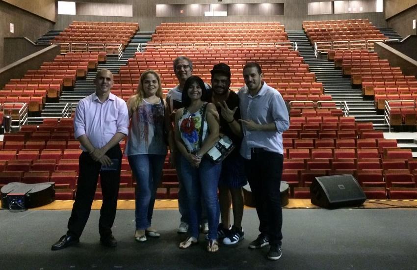 Espetáculo conta a história do rádio através dos grandes sucessos musicais no Ceará