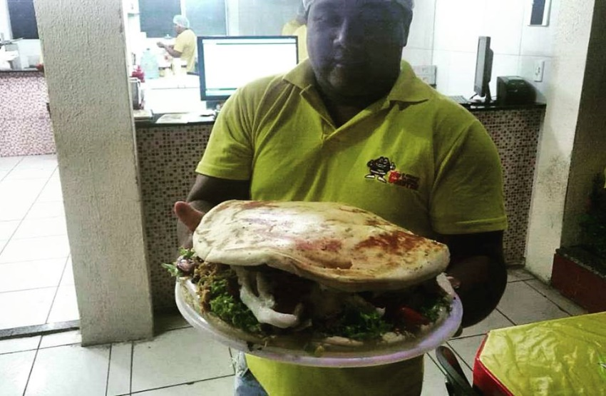 Lanchonete cearense sobe a R$ 1.000 o prêmio para quem comer sanduíche de 4kg