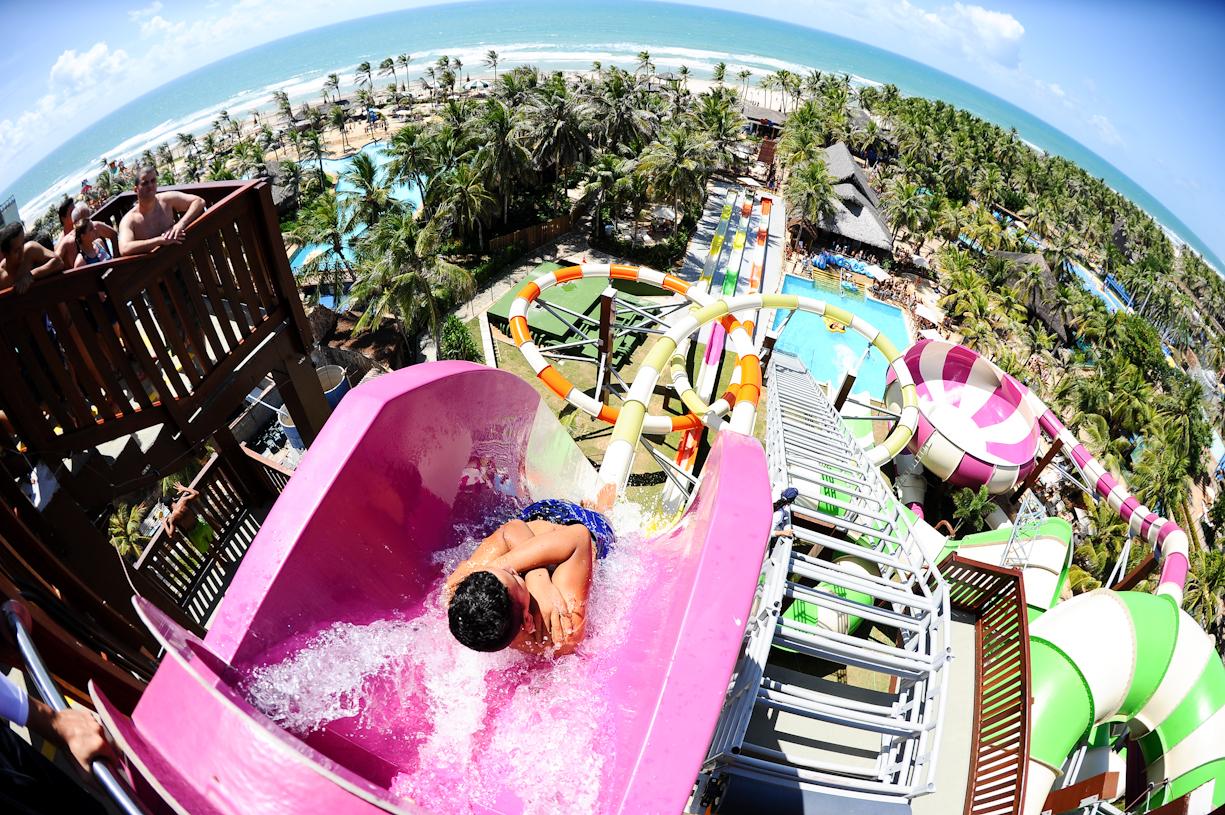 Beach Park atinge 1 milhão de visitantes no parque aquático em 2016
