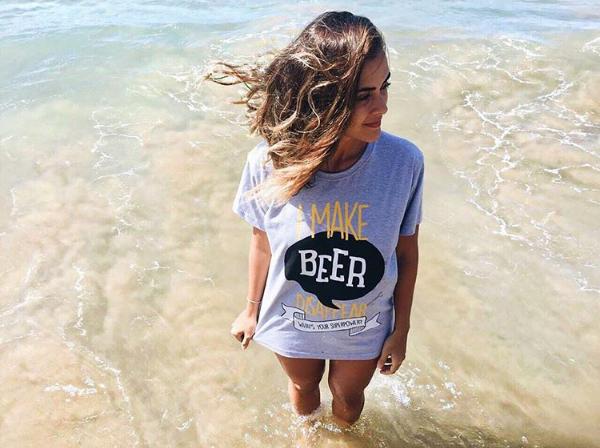 Marca cearense expressa o amor pela cerveja em camisetas divertidas