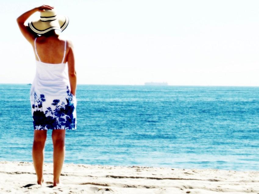 Usar perfume na praia pode manchar a pele: mito ou verdade?