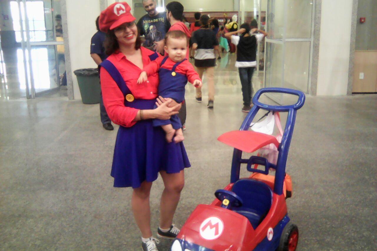 Pais e filhos vão juntos (e inclusive vestidos de cosplay) ao Sana Fest