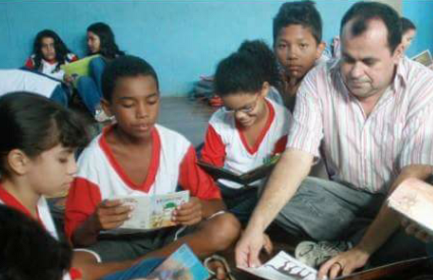 Há 20 anos professor leva literatura nordestina a crianças de escola pública