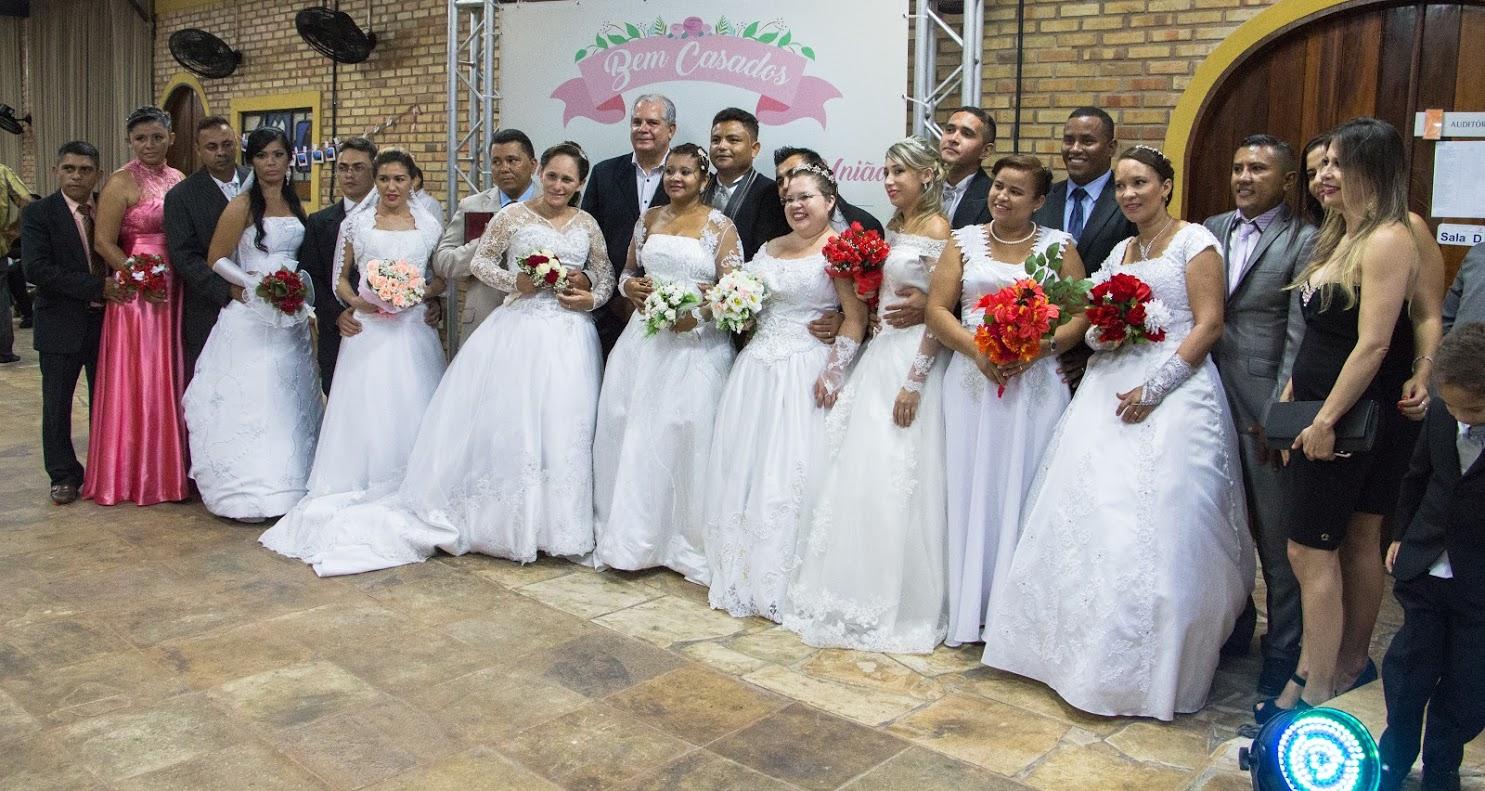 Supermercado de Fortaleza promove casamento coletivo para seus colaboradores