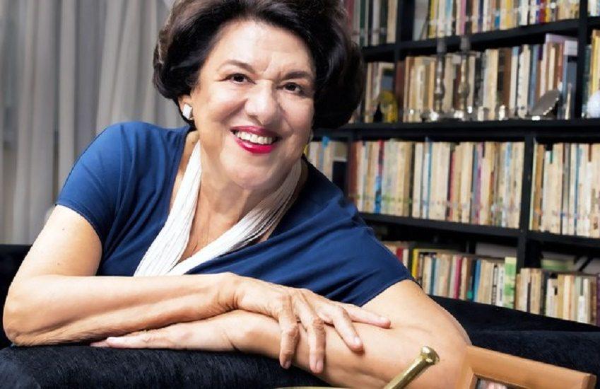 Autora com mais de 200 livros publicados hoje escreve suas obras a mão