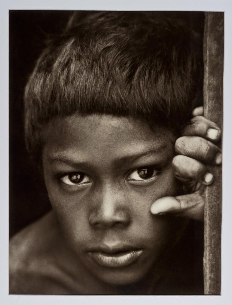 Exposição reúne fotografia da Fundação Paula e Silvio Frota em Fortaleza