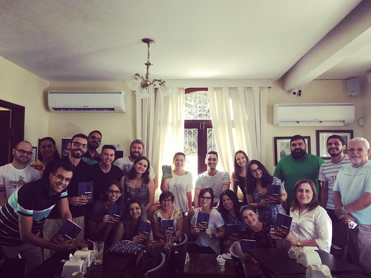 Grupo se reúne em Fortaleza para discussão de livros que leram durante o mês