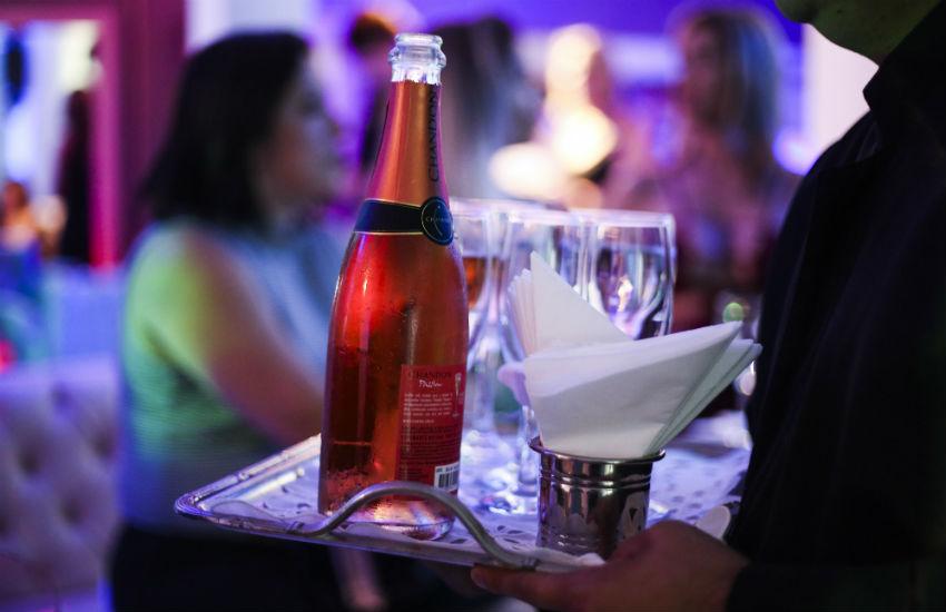 Salão de beleza com atendimento vip e drink exclusivo para clientes chega a Fortaleza