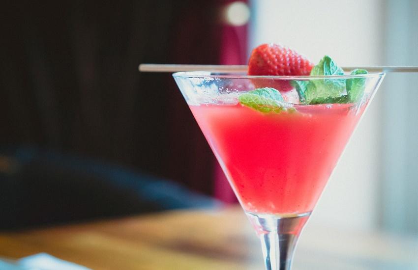 Aprenda a fazer 6 drinks para animar seu Carnaval