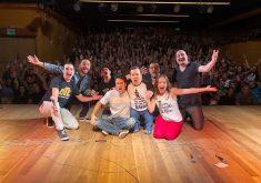 Foto platéia durante apresentações da competição de riso