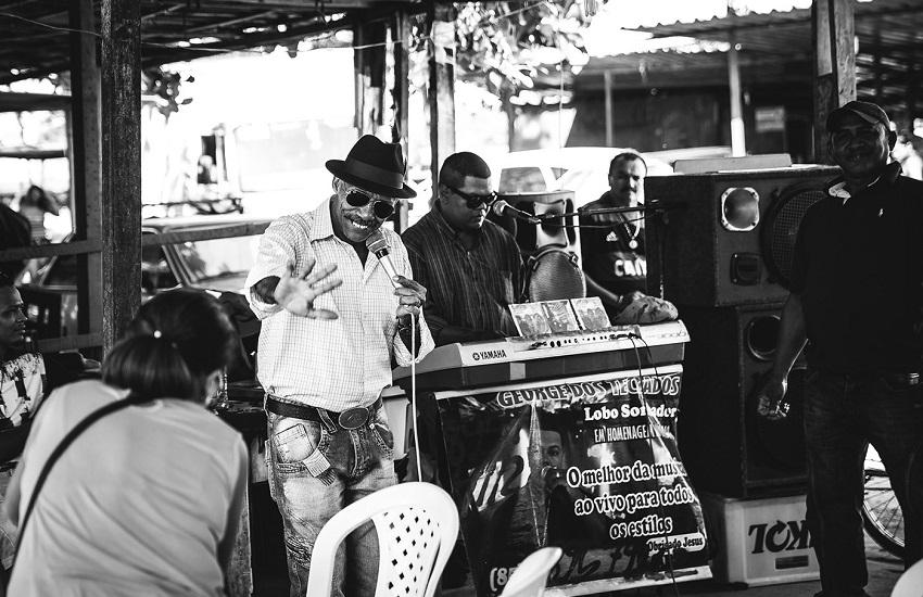 Cearense faz ensaio fotográfico para mostrar histórias de quem faz a Feira da Parangaba