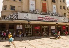 Fachada de teatro em referência a Férias no São Luiz coloca em cartaz Mostra os trapalhões