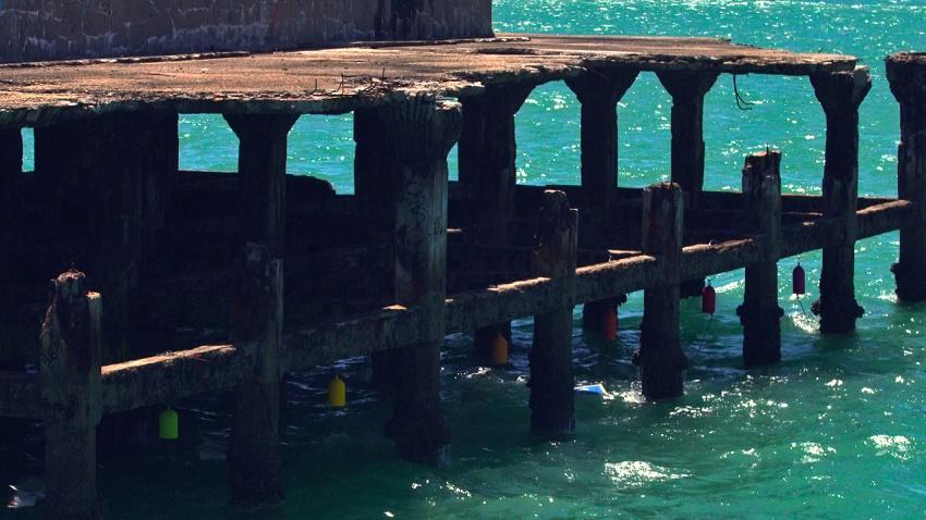 Sinos na Ponte Metálica oferecem experiência sensorial a visitantes na Praia de Iracema