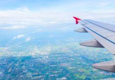 Asa de avião em referência a Voos de Fortaleza para Miami e Orlando custam a partir de R$1.332 ida e volta