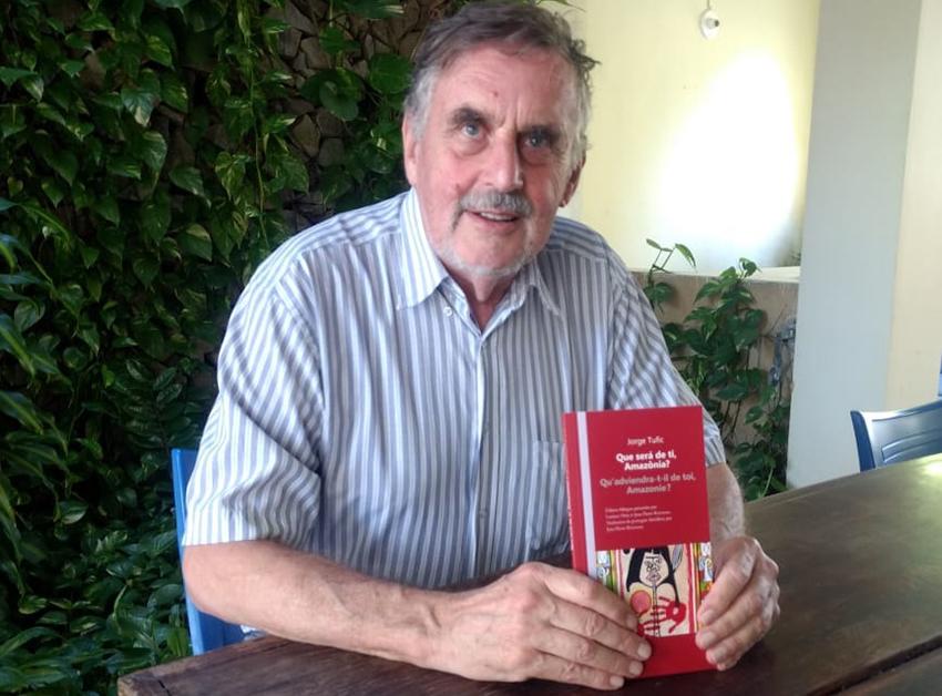 Poeta francês lança livro bilíngue português-francês em Fortaleza