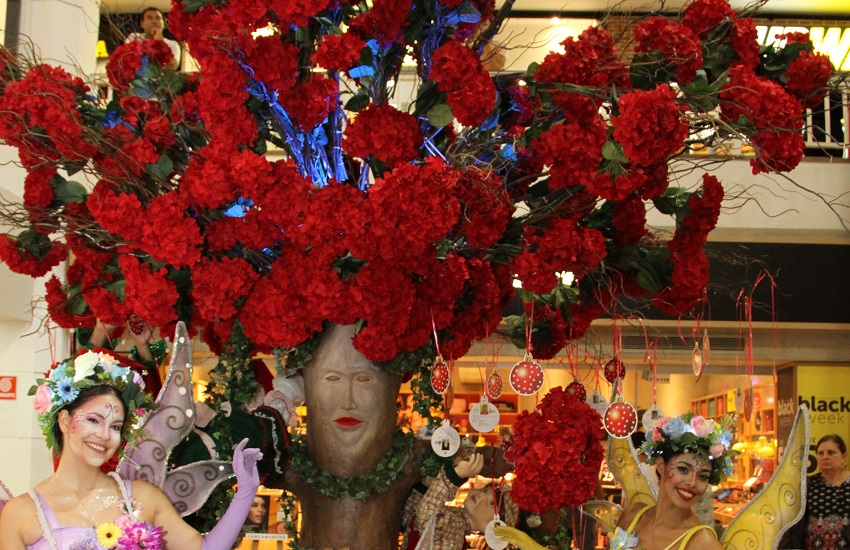Árvore de Natal falante é atração na decoração de fim de ano de shopping de Fortaleza
