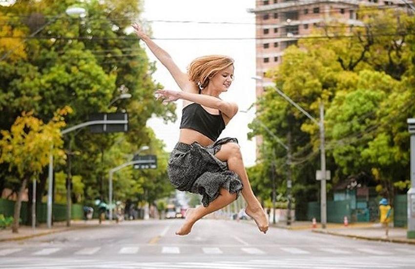 Projeto de fotógrafo registra bailarinas em cenários variados de Fortaleza