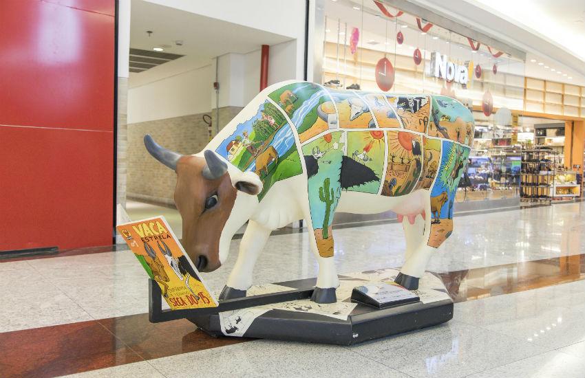 Vaquinhas espalhadas por Fortaleza estão em exposição no Shopping Iguatemi