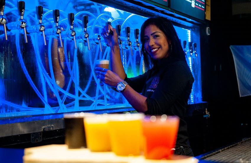 Gosta de caranguejo com cerveja? Bar de Fortaleza uniu os dois sabores em uma bebida
