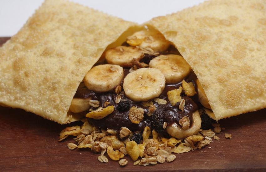 Lanchonete de Fortaleza inova ao lançar pastel de açaí com banana