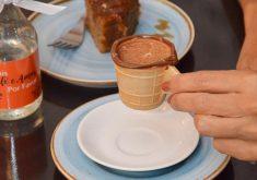 Café em uma casquinha de sorvete