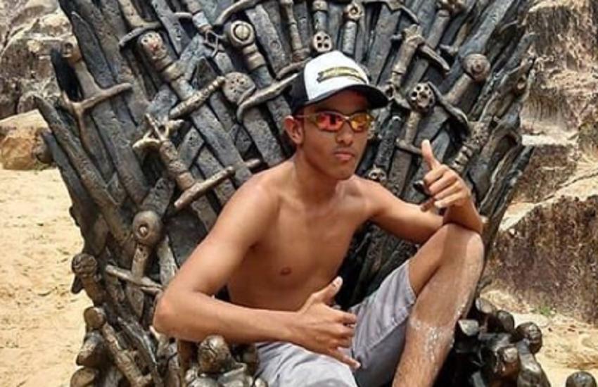 """As fotos mais """"roxeda"""" no trono colocado pela produção de Game of Thrones em Beberibe"""