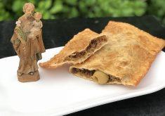 Serão oferecidos pasteis no sabor tradicional carne com azeitona (FOTO: Divulgação)
