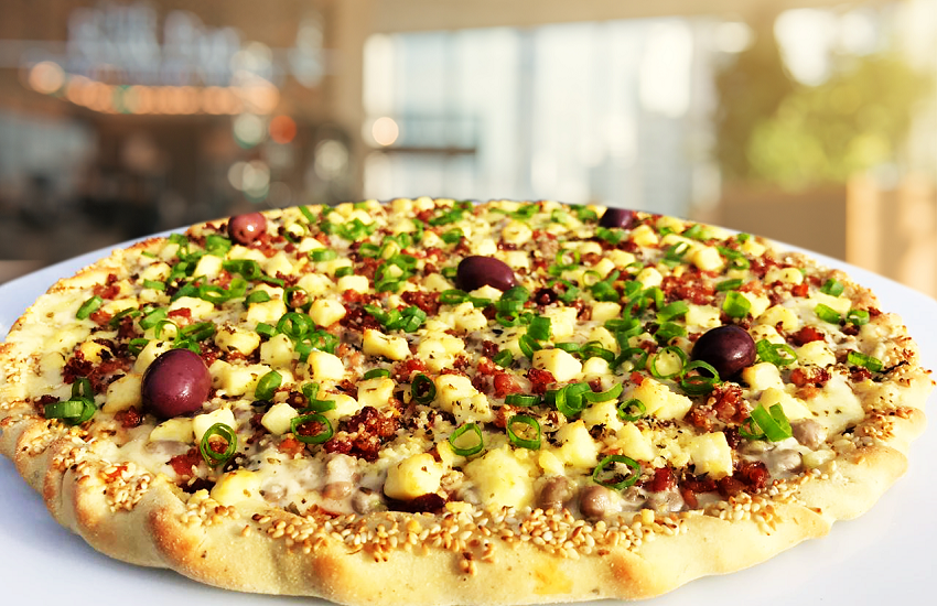Prepare o paladar! Pizzaria lança sabor de feijão verde com bacon e nata