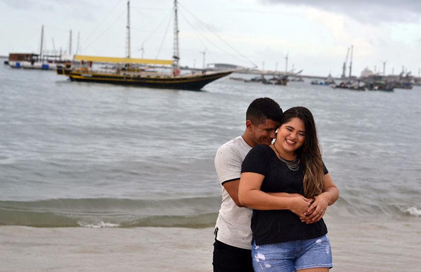 Valeska e Tiago decidiram inovar no ensaio fotográfico feito para o casamento