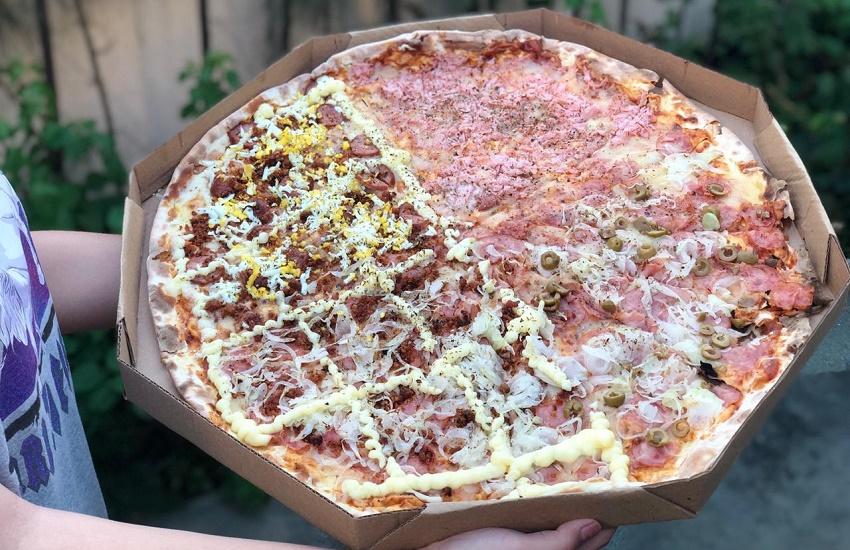 Pizzaria inspirada em Timão e Pumba vende a maior pizza de Fortaleza, com 55cm de diâmetro