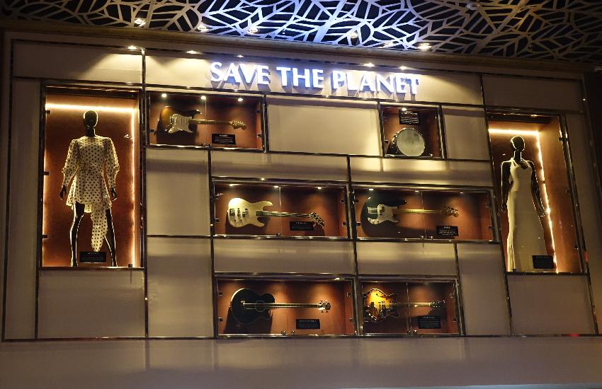 Restaurante em Fortaleza exibe itens de músicos como Bon Jovi, Shakira e Aerosmith