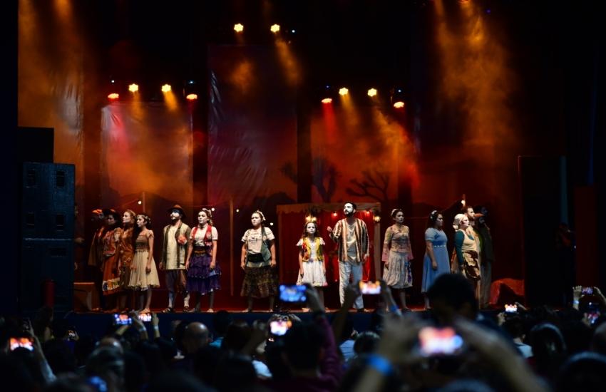 Praça Luiza Távora recebe música, teatro e exposição de presépios