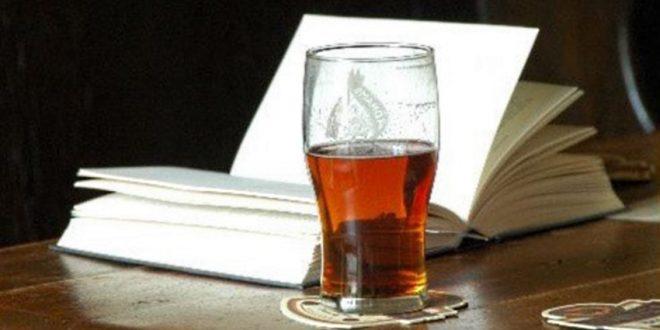 Mulheres fazem encontro em bar para conversar sobre literatura