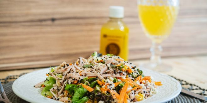 Restaurante promove degustação gratuita de saladas e wraps em shopping de Fortaleza