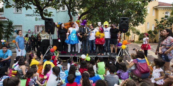 Pré-carnaval gratuito anima criançada na Praça Luiza Távora