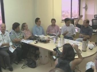 Professores da rede pública se reunem com secretário de Educação para discutir campanha salarial
