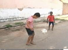 Crianças de Juazeiro dispensam tecnologia para brincar