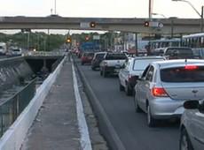 Motoristas e pedestres enfrentam dificuldades na Avenida Aguanambi