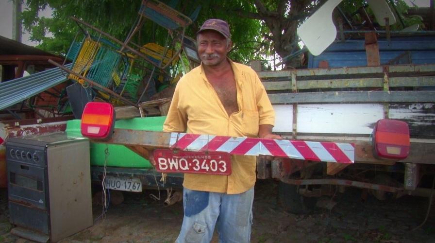 Antônio Galdino é apaixonado por coisas velhas (FOTO: Reprodução TV Jangadeiro)