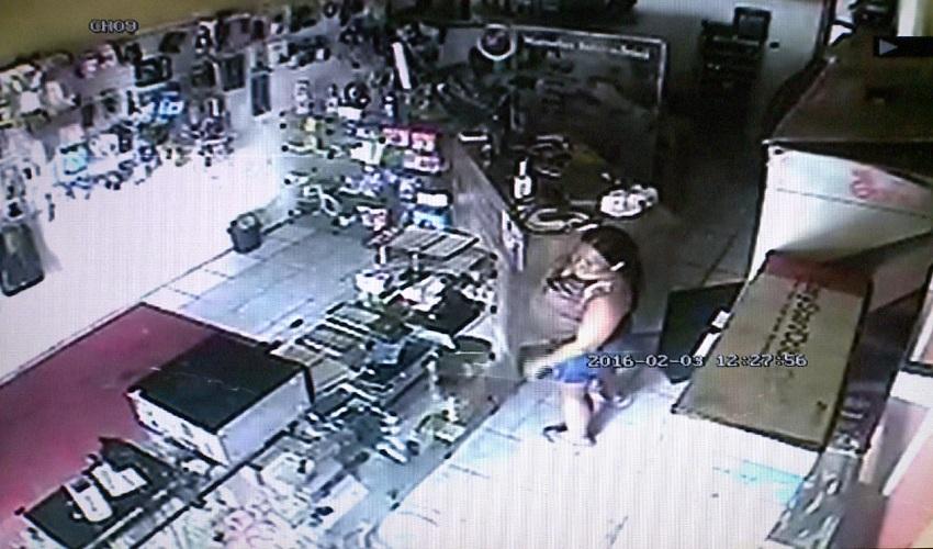 Câmeras filmam grávida furtando loja (FOTO: Reprodução TV Jangadeiro)