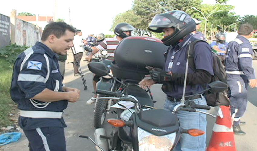 Autarquia Municipal de Trânsito fazem blitz(FOTO: Reprodução TV Jangadeiro)