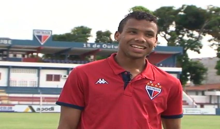 Núbio Flávio fez de o segundo gol do Fortaleza no clássico-rei (FOTO: Reprodução TV Jangadeiro)