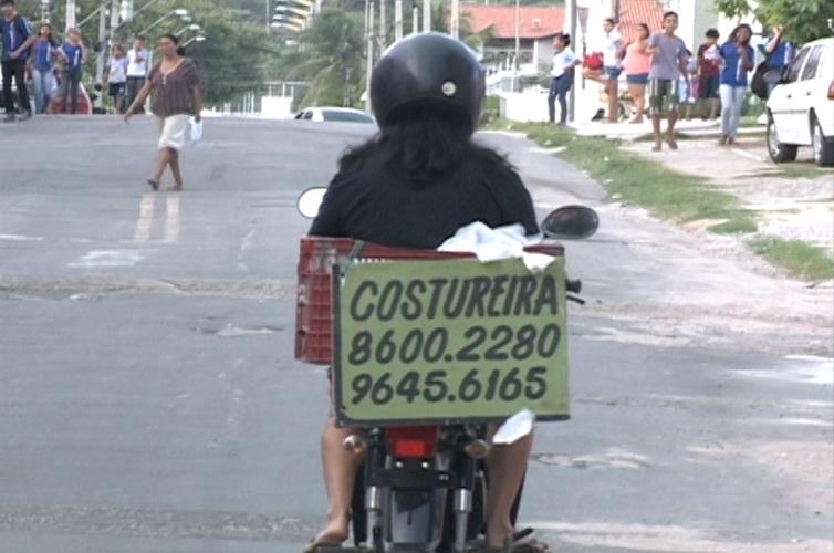 A costureira Solange é um exemplo a ser seguido (FOTO: Reprodução TV Jangadeiro)