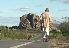 """""""O Ceguinho GPS"""" de Quixadá(FOTO: Reprodução TV Jangadeiro)"""