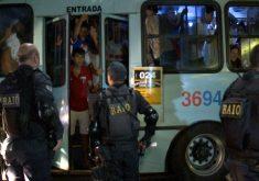 Confronto entre policiais e torcedores após partida de futebol (FOTO: Reprodução TV Jangadeiro)