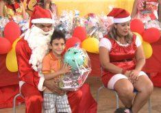 Alegria e solidariedade: natal criança feliz (FOTO: Reprodução TV Jangadeiro)