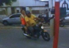 Ladão leva moto de estabelecimento comercial em Caucaia (FOTO: Reprodução TV Jangadeiro)