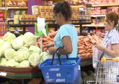 Consumidor precisa ficar atento na hora de fazer as compras (FOTO: Reprodução TV Jangadeiro)